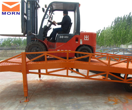8t-trailer-ramps-with-support-legs